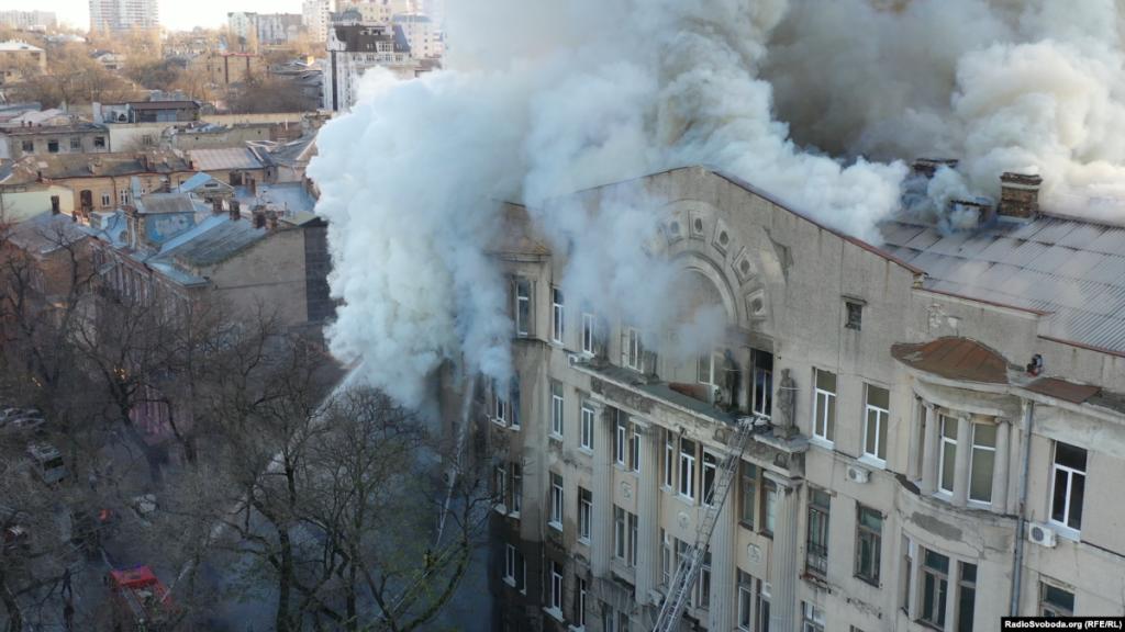Пожежа в Одесі: кількість загиблих зросла до трьох, ще 12-х шукають