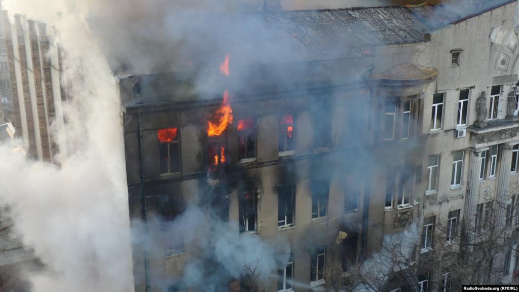 Пожежа в Одесі: один з рятувальниківзалишається у комі