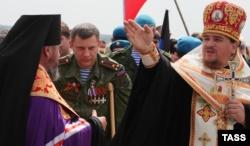 Оккупирована часть Донецкой области. В центре тогдашний главарь группировки «ДНР» Александр Захарченко (уже покойный) у Саур-могилы, 8 мая 2015 года