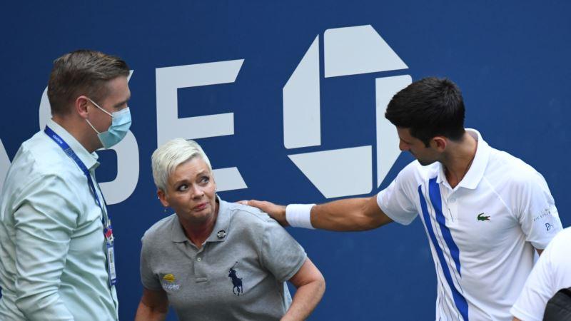 Теніс: Джокович закликає вболівальників підтримати рефері, у яку він влучив м'ячем