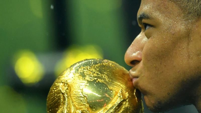 У зірки збірної Франції з футболу тест на COVID-19 виявився позитивним