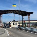 Перевізники беруть з жителів ОРДЛО плату «на хабарі» українським прикордонникам –Радіо Донбас.Реалії