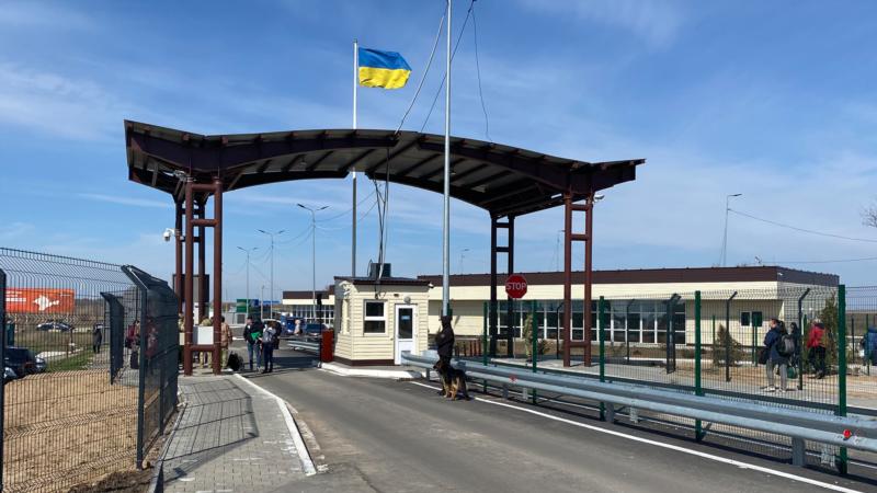 Перевізники беруть з жителів ОРДЛО плату «на хабарі» українським прикордонникам –Радіо Донбас