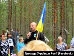 2. Андрій Литвин на місці розстрілу жертв сталінського терору в Карелії