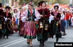 Кубань. Танцювальний виступ студентів Інституту культури в національних костюмах, Краснодар, 23 вересня 2017 року