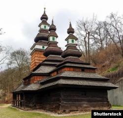 Українська дерев'яна церква святого Михаїла 17-го століття у Празі, яку в 1929 році перевезли із Закарпаття з села Медведівці