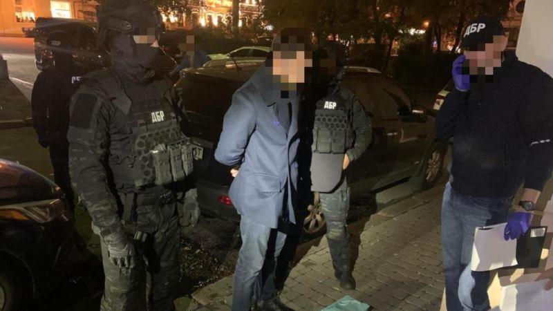 ДБР заявляє про затримання високопосадовця Державної фіскальної служби за хабар