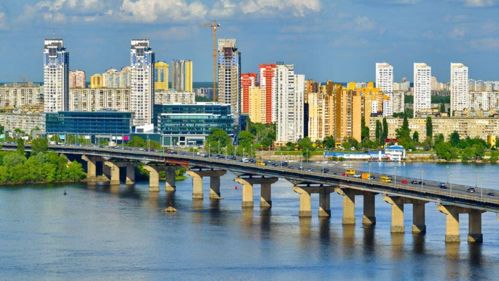 Поліція Києва затримала чоловіка, який повідомив про мінування мосту Патона