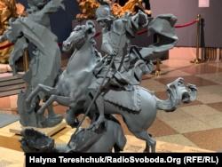 Тактильна скульптура «Юрій Змієборец»