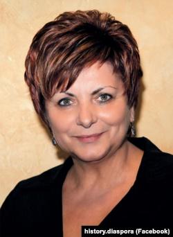 Анна Кісіль (1960–2020) – голова Світової федерації українських жіночих організацій (СФУЖО) та віцепрезидентка Світового конгресу українців (СКУ)