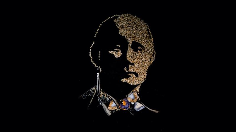 Портрет Путіна з вирваних зубів виставлений на аукціон