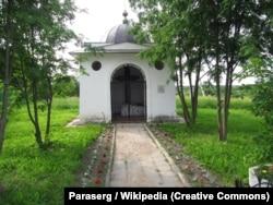 Каплиця над могилою українського гетьмана Петра Дорошенка. Село Ярополець, Московська область