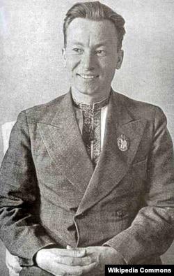 Андрій Малишко (1912–1970) – український поет, перекладач, літературний критик. Автор «Пісні про рушник»
