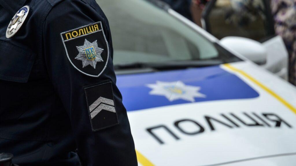 Столичні патрульні затримали пасажира, який поранив водія автобуса – МВС