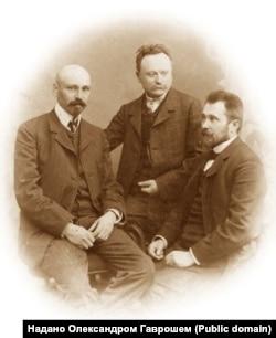 Зліва направо: Михайло Коцюбинський, Іван Франко та Володимир Гнатюк,1905 рік