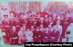 У нашому селищі є Алея слави, де, серед інших, можна побачити світлину з моєю бабусею, на зустрічі ветеранів частини, де вона служила під час війни. 1975 рік, бабуся в нижньому ряду перша справа