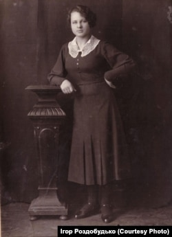 Так виглядала моя бабуся, Марія Роздобудько, в молоді роки. Кінець 1930-х