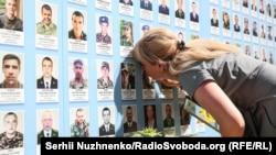 Київ, Михайлівська площа, Стіна пам'яті загиблих за Україну