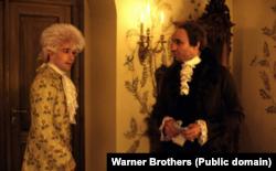 Моцарт і Сальєрі. Кадр із фільму режисера Мілоша Формана «Амадеус», який вийшов на екрани в 1984 році