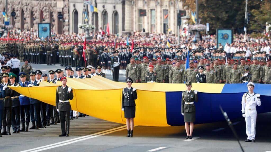 Головне на ранок: святкування Дня незалежності, напад на Порошенка, Британія створює фонд на підтримку України