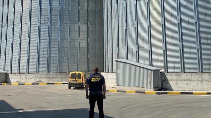 Нацполіція заявляє про зловживання в «Продовольчо-зерновій компанії», які призвели до 57 млн доларів збитків