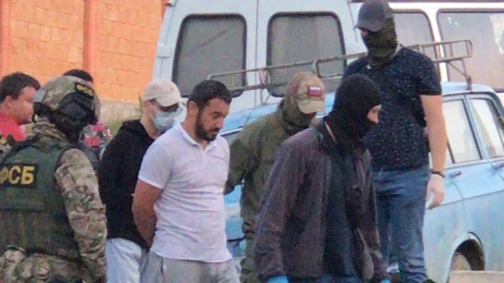 Росія в окупованому Криму: 3 із 5 затриманих кримських татар призначили арешти, в Україні протестують