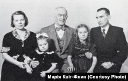 Філадельфія, 1949 рік. Лонгин Цегельський з сином Юрієм, його дружиною Веронікою Дроздовською та онучками Анізією і Олею