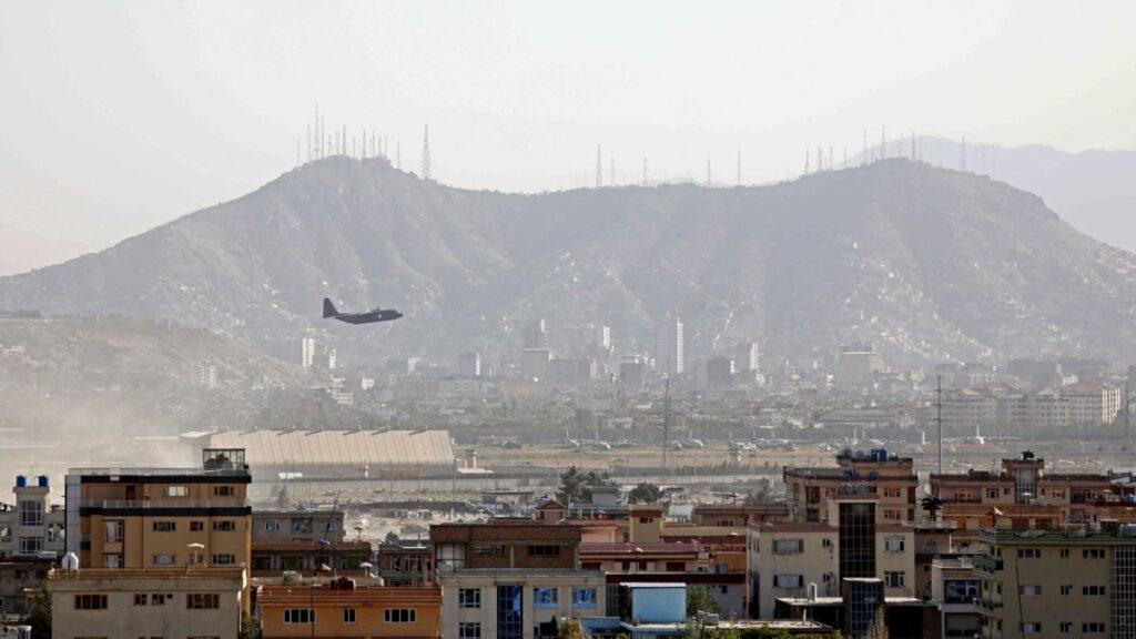 Україна продовжить евакуацію з Афганістану після 31 серпня – МЗС