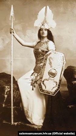 Соломія Крушельницька у ролі Брунгільди в опері «Валькірія»