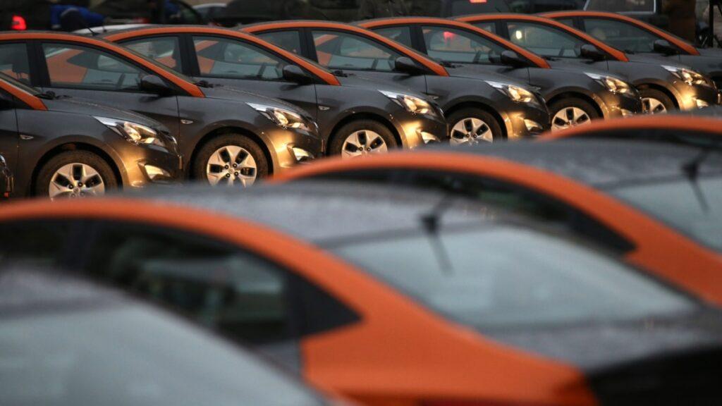 ОГП повідомив про перебіг справи про крадіжки авто зі штрафмайданчиків – судитимуть 13 людей
