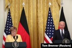 Президент США Джозеф Байден і канцлер Німеччини Ангела Меркель на спільній пресконференції у Вашингтоні, 15 липня 2021 року