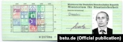 Посвідчення Міністерства державної безпеки НДР («Штазі») на ім'я тодішнього майора Володимира Путіна