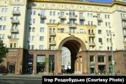 Після сталінської перебудови Тверської вулиці від будинку українського Консульства не залишилося ані сліду