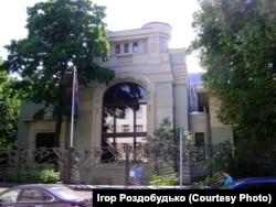 За допомогою української громади Москви українське Консульство перебралося в розкішну будівлю особняка Дерожинської. Зараз тут розташоване посольство Австралії в Росії